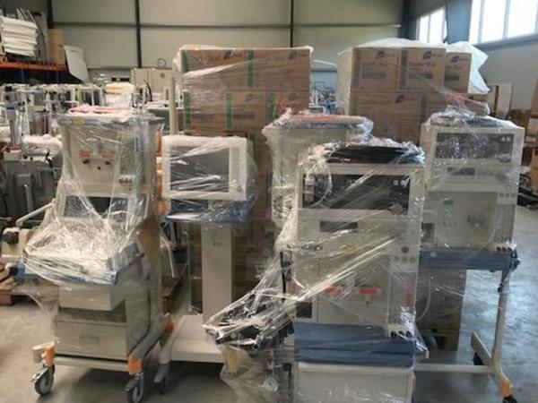 Verpackt zum Abtransport: Vor kurzem lieferte Juramed diese Beatmungsgeräte nach Ingolstadt.