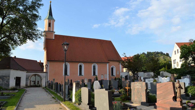 Die Kommunen müssen mit Friedhöfen kostendeckend wirtschaften, daher werden sich ab Mai auch in Velburg die Bestattungskosten deutlich erhöhen.
