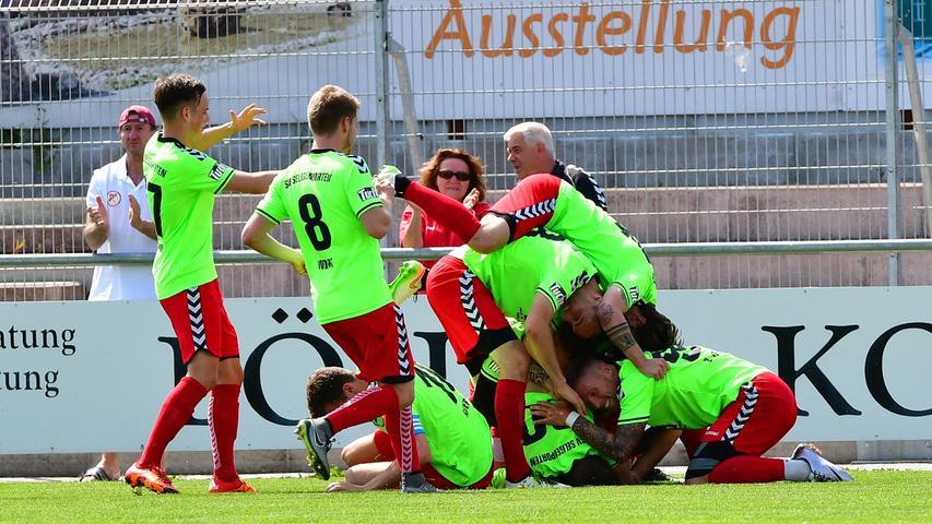 Die Hoffnung auf den Jubel über einen neuerlichen Regionalliga-Aufstieg wollen sie beim Bayernliga-Spitzenanwärter SV Seligenporten noch nicht begraben. Die zwischenzeitlich unterbrochene Saison 2019/20 soll plangemäß im Frühsommer 2021 zu Ende gehen. Trotz der mitunter herausfordernden Organisation bereut es auch der ASV Neumarkt bisher nicht, der Fortsetzung zugestimmt zu haben. Der Verein liegt in der Landesliga Mitte auf Titelkurs.