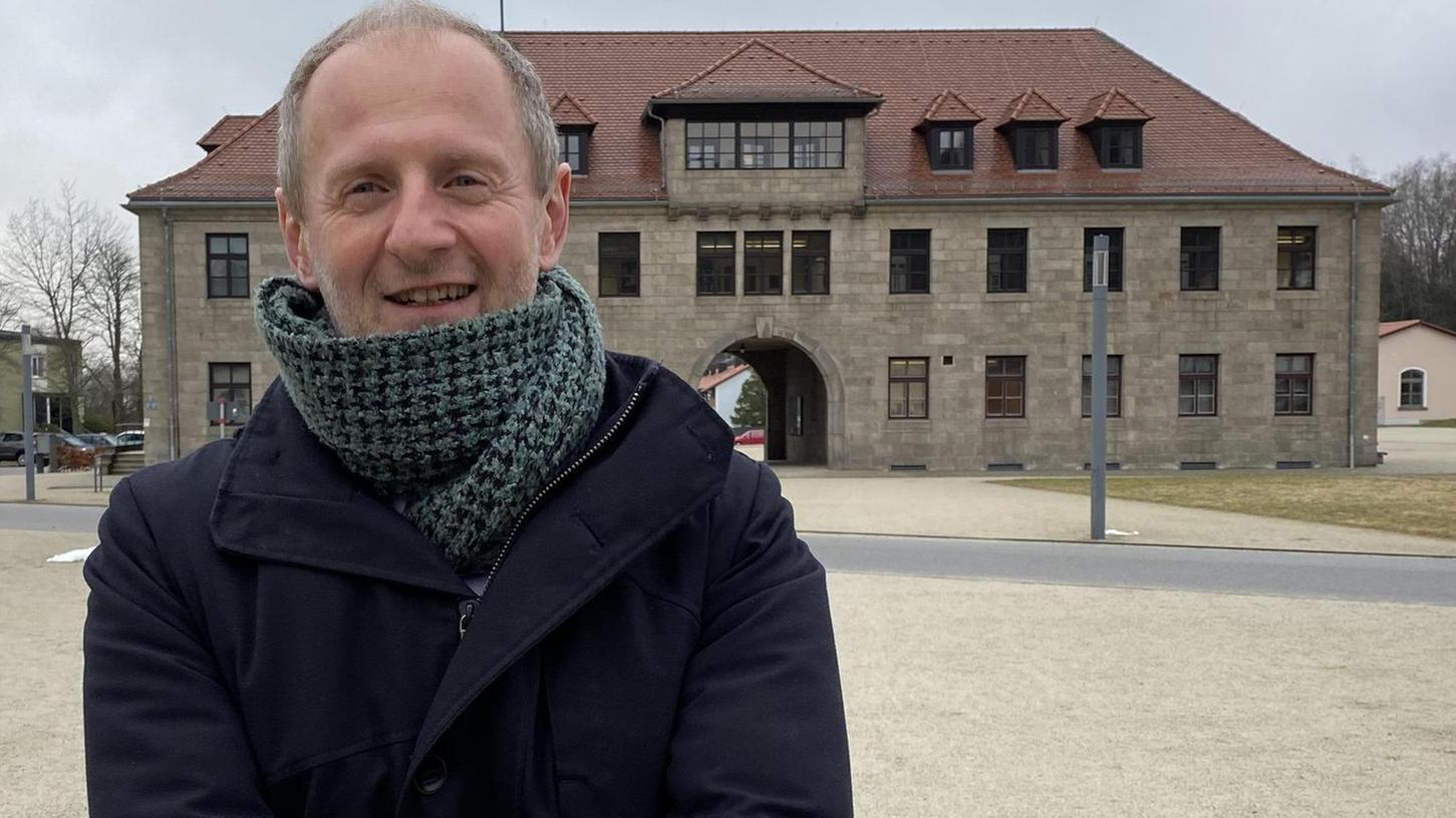 Jörg Skriebeleit (52) leitet seit 1999 die KZ-Gedenkstätte Flossenbürg. Der promovierte Kulturwissenschaftler wuchs im oberpfälzischen Vohenstrauß auf und ist einer der Experten für den Wandel der Erinnerungskultur in Deutschland. In Kürze wird er an der Uni Regensburg als Direktor eines erinnerungsgeschichtlichen Zentrums lehren und forschen.