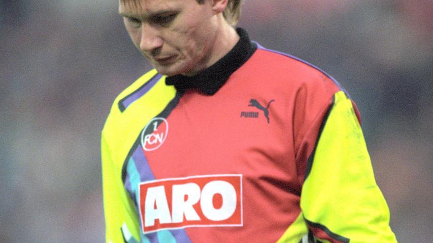 Das Ja-Wort? In der Saison 1994/95 stand Perry Bräutigam im Tor des 1. FC Nürnberg. Er kam als Nachfolger von Andi Köpke und hatte damit große Fußstapfen zu füllen. In diesem einen Jahr allerdings spielte der Keeper in jeder Partie durch und kam so auf insgesamt 35 Einsätze und 3060 Minuten Spielzeit. Siebenmal hielt er dabei die Null. Der heute 56-Jährige wechselte im Sommer 1995 zu Hansa Rostock und beendete 2002 seine Karriere.