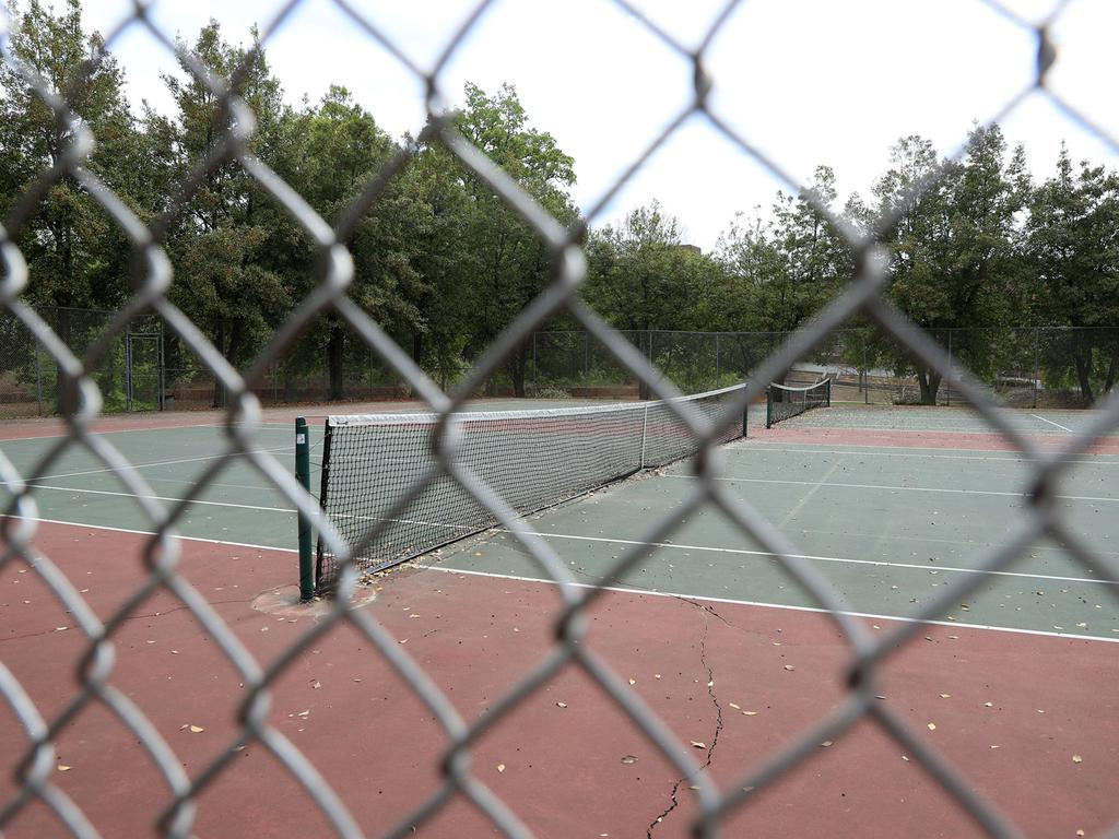 CHARLOTTE, NORTH CAROLINA - APRIL 07: A tennis court is closed during the coronavirus (COVID-19) pandemic on April 07, 2020 in Charlotte, North Carolina. The State Department of Health and Human Services has reported more than 3,200 confirmed cases of the virus.   Streeter Lecka/Getty Images/AFP == FOR NEWSPAPERS, INTERNET, TELCOS & TELEVISION USE ONLY ==