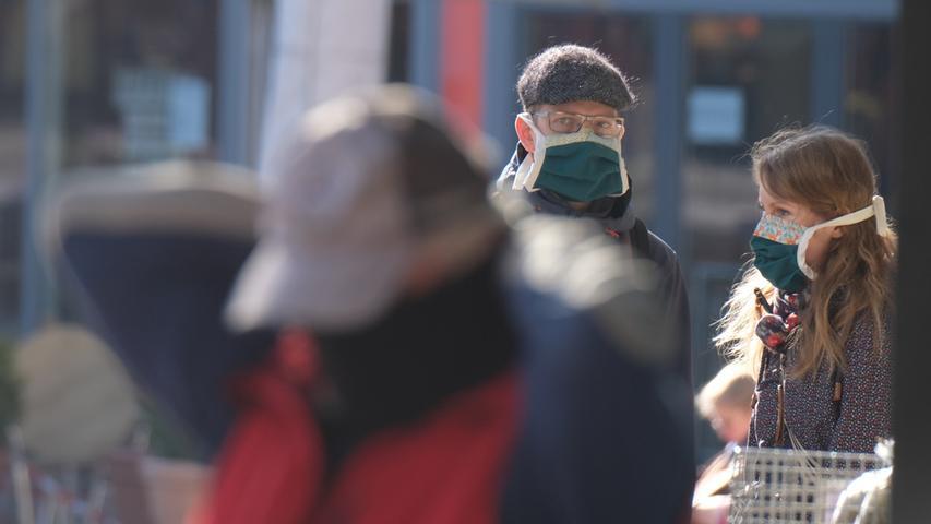 6. April:Jena führt als erste deutsche Stadt eine Maskenpflicht in allen Verkaufsstellen, im öffentlichen Nahverkehr und in Gebäuden mit Publikumsverkehr ein.