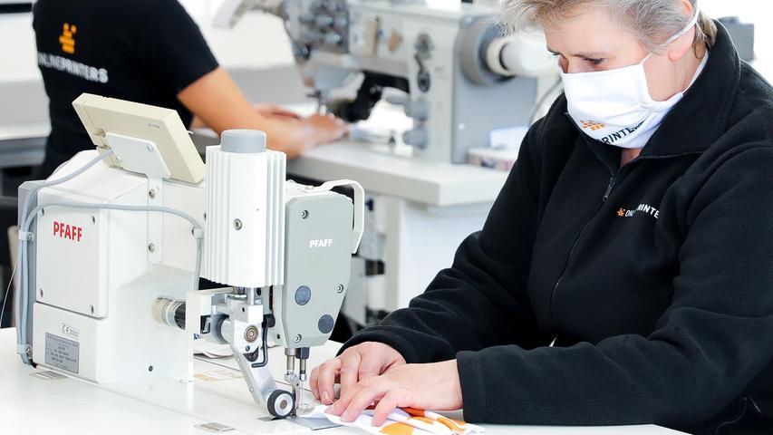 Die Onlinedruckerei Onlineprinters aus Fürth, die in Deutschland normalerweise unter der Marke diedruckerei.de Drucksachen an Unternehmen verkauft, hat einen Teil ihrer Großflächenfertigung am deutschen Produktionsstandort auf die Herstellung von Gesichtsmasken umgestellt. Das Unternehmen startet mit einer Stückzahl von bis zu 10.000 Masken pro Woche und wird bei Bedarf die Kapazitäten ausweiten.