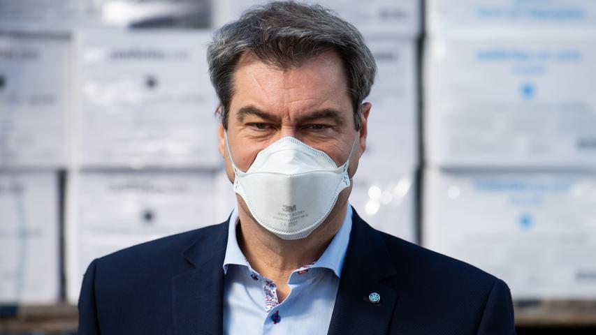 Die Coronakrise stellt Markus Söder vor die bislang größte Herausforderung seiner Amtszeit. In den Augen vieler macht er das ganz gut, seine Beliebtheitswerte steigen - zunächst. Mit zunehmender Belastung durch Lockdowns sinkt auch die Akzeptanz des Ministerpräsidenten.