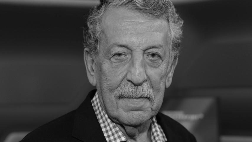 Der bekannte Fernsehjournalist und Nahost-Experte Ulrich Kienzle ist im Alter von 83 Jahren verstorben. Er moderierte unter anderem das ZDF-Politikmagazin