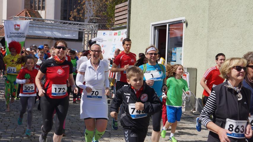 Kreativ wurden die Verantwortlichen um Stephanie Jaspers vom Verein Felix Porta. Zur Unterstützung der diesmal begünstigten Elterninitiative Krebskranker Kinder in Nürnberg sind interessierte Sportlerinnen und Sportler aufgerufen, sich zum 26. April trotzdem für eine Gebühr von drei Euro anzumelden und die üblichen Runden zu Hause auf dem Laufband oder auf den privaten Jogging-Strecken zu drehen. Der Zuspruch bescherte gar einen Rekord von über 1000 Teilnehmern.