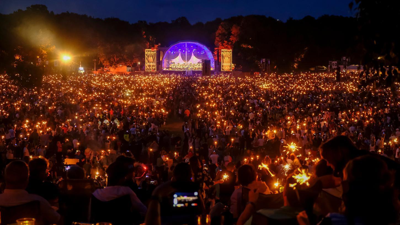 So sah es vor Corona aus: Zehntausende genießen 2019 das Klassik Open Air im Luitpoldhain.