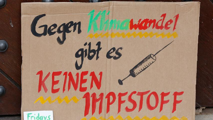 Nürnberg , am 24.04.2020..Ressort: Lokales Foto: Michael Matejka..Rathausplatz, fridays for future Demo..