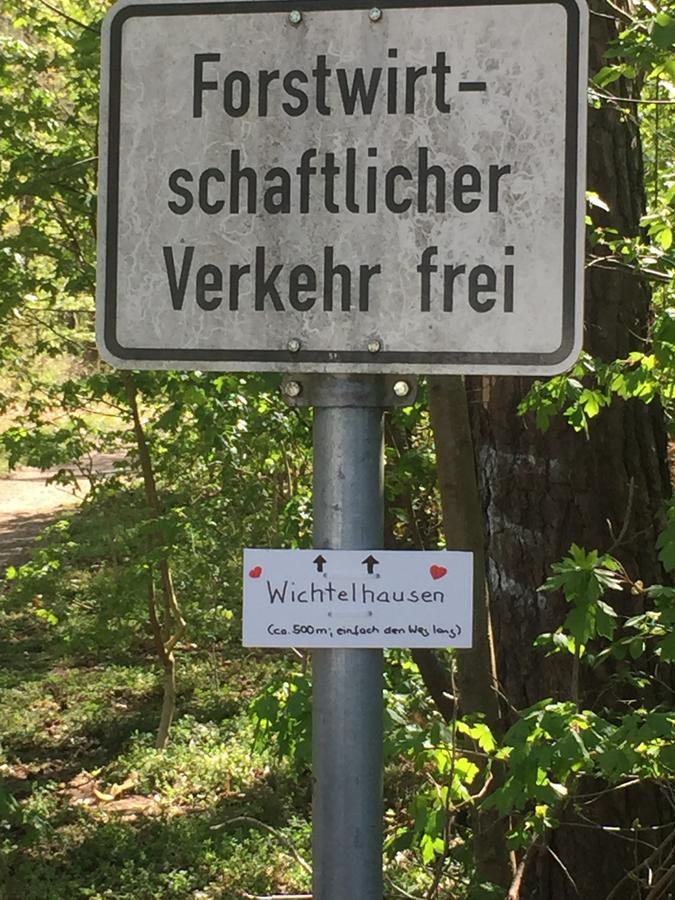 In Langwasser führt ein Waldweg nun nach Wichtelhausen.