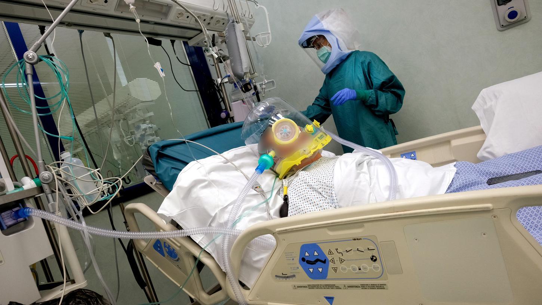 In Italien kamen Kliniken bei der künstlichen Beatmung in Probleme, sie hatten nicht genug Intensivbetten. In Deutschland ist die Situation anders.