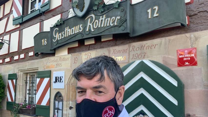 Auch in schlechten Zeiten zu seinem Verein hält Club-Fan und Edel-Gastronom Stefan Rottner.