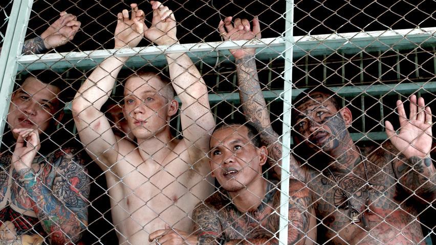Der Brite Billy Moore (Joe Cole) verdient in Thailand sein Geld mit Kickboxen und Drogenhandel. Bei Drogendelikten versteht man in Thailand allerdings wenig Spaß. Das bekommt auch der Amateurboxer zu spüren, nachdem er fürs Dealen zu einer Haftstrafe im härtesten Knast des Landes verurteilt wird. Billys Erscheinungsbild und seine Drogensucht erschweren den Aufenthalt zusätzlich. Für Billy gibt es nur noch wenig Hoffnung, da eröffnet sich ihm die Möglichkeit, seine Kampfkünste einzusetzen und es scheint sich das Blatt vorerst zu wenden.