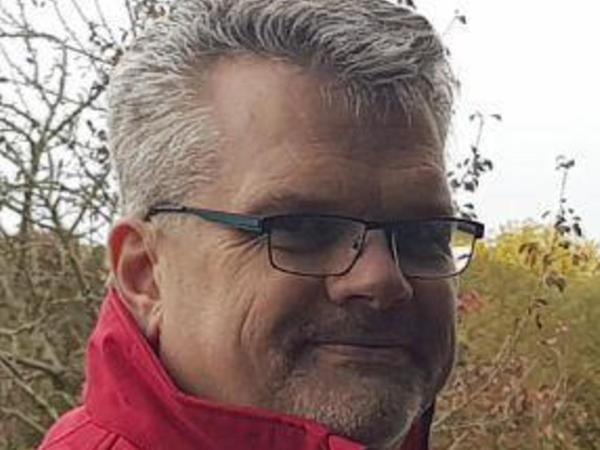 Jürgen C. Nickel lebt in Zirndorf. Schon als Schüler hat er sich für Geschichte interessiert, insbesondere für die Zeit vor 1806, als es noch das sogenannte Heilige Römische Reich Deutscher Nation gab. Der 55-Jährige hat den Verein Historische Grenze 2015 gegründet. Von Beruf ist er Diplom-Verwaltungswirt.