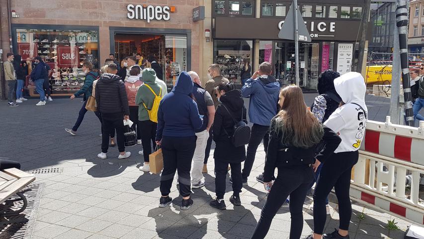 Nach Corona-Kater: Tausende strömen zum Shoppen in Nürnbergs City