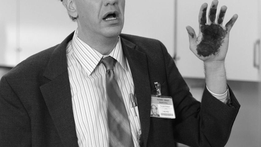 Der US-Serienschauspieler Sam Lloyd ist im Alter von 56 Jahren am 30. April in Los Angeles an Krebs gestorben. Bekannt wurde Lloyd als zerstreuter Anwalt Ted Buckland in fast 100 Folgen der Krankenhaus-Comedy