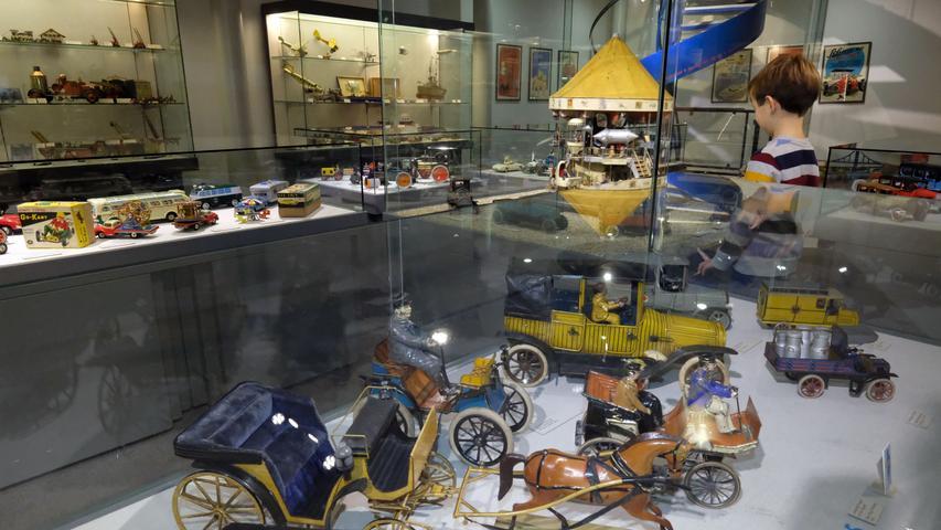 Ein Ausflug ins Nürnberger Spielzeugmuseum - klingt das gut? Wenn man den Eurojackpot gewinnen würde, könnte man sogar 15 Millionen Mal dort hin. Und zwar als vollzahlender Erwachsener. Das ist doch was!