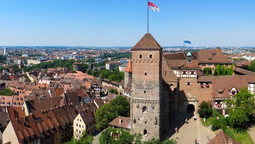 Für Nürnberger oder die die es mal werden wollen darf auch eine Besichtigung auf der Kaiserburg nicht fehlen. Gewinnt man den Eurojackpot, kann man sich gleich 7,5 Millionen Mal die Sehenswürdigkeit anschauen.