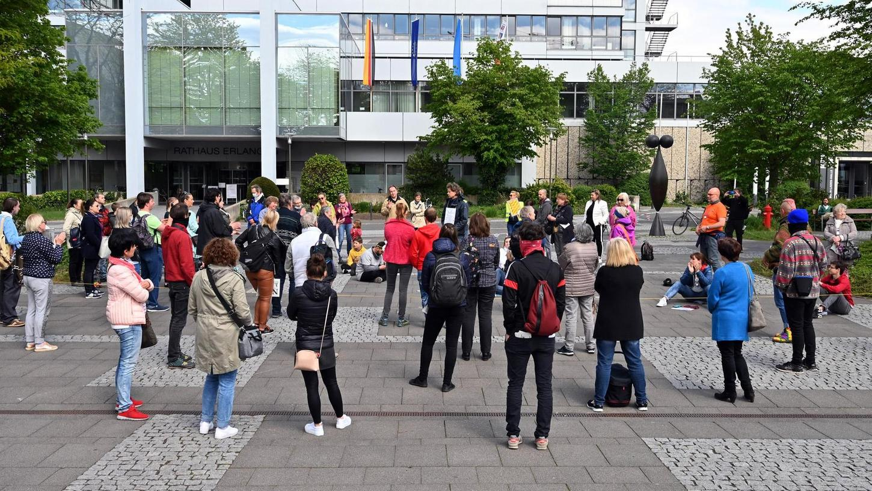 Die Demonstration der Impfgegner auf dem Rathausplatz.