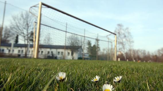 Zuschauer droht Schiedsrichter bei Fußballspiel im Landkreis Forchheim mit dem Tod
