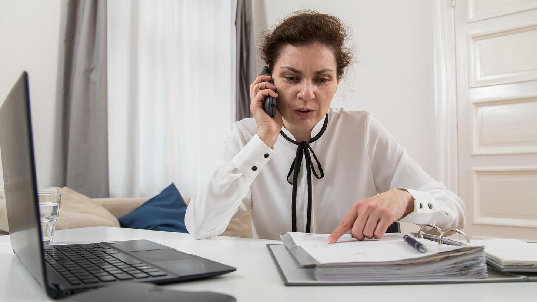 Wer etwa bei seiner Steuererklärung Unterstützung von Experten nutzen will, muss in diesen Tagen zum Telefon greifen oder Mails schreiben. Viele Steuerberater und Lohnsteuerhilfevereine haben den Publikumsverkehr eingeschränkt.