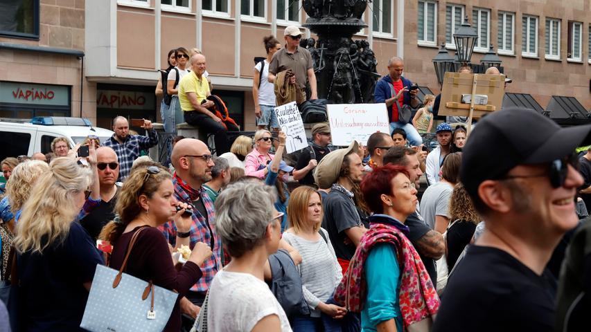 2000 Impfgegner demonstrieren an der Lorenzkirche