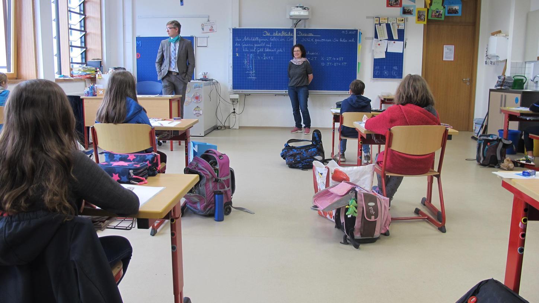 Um die Gesundheit von Schülern und Lehrern nicht zu gefährden, wurden, wie hier in Eggolsheim, die Klassen geteilt und Pausen finden versetzt statt.