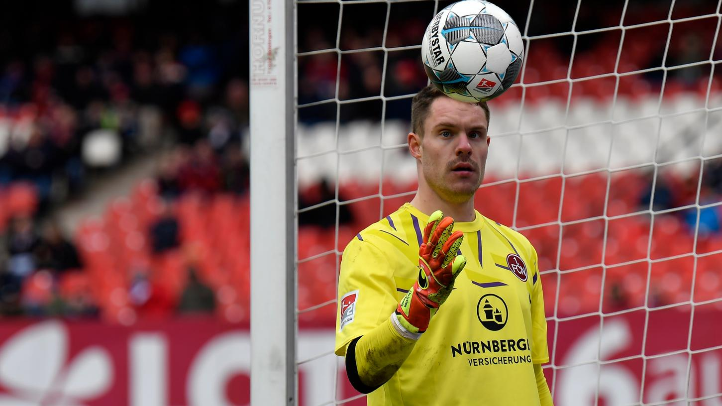 Torwart Christian Mathenia berichtet aus seinem Einzelzimmer, vom Kampf um die Nummer eins und nimmt Stellung zu den Privilegien des Fußballs.