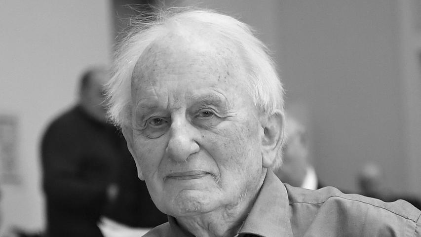 Er galt als einer der wichtigsten deutschen Theaterautoren: Am 13. Mai starb Rolf Hochhuth im Alter von 89 Jahren.Hochhuth gehörte zu den umstrittensten deutschen Theaterautoren der Nachkriegszeit.Bereits sein erstes Schauspiel