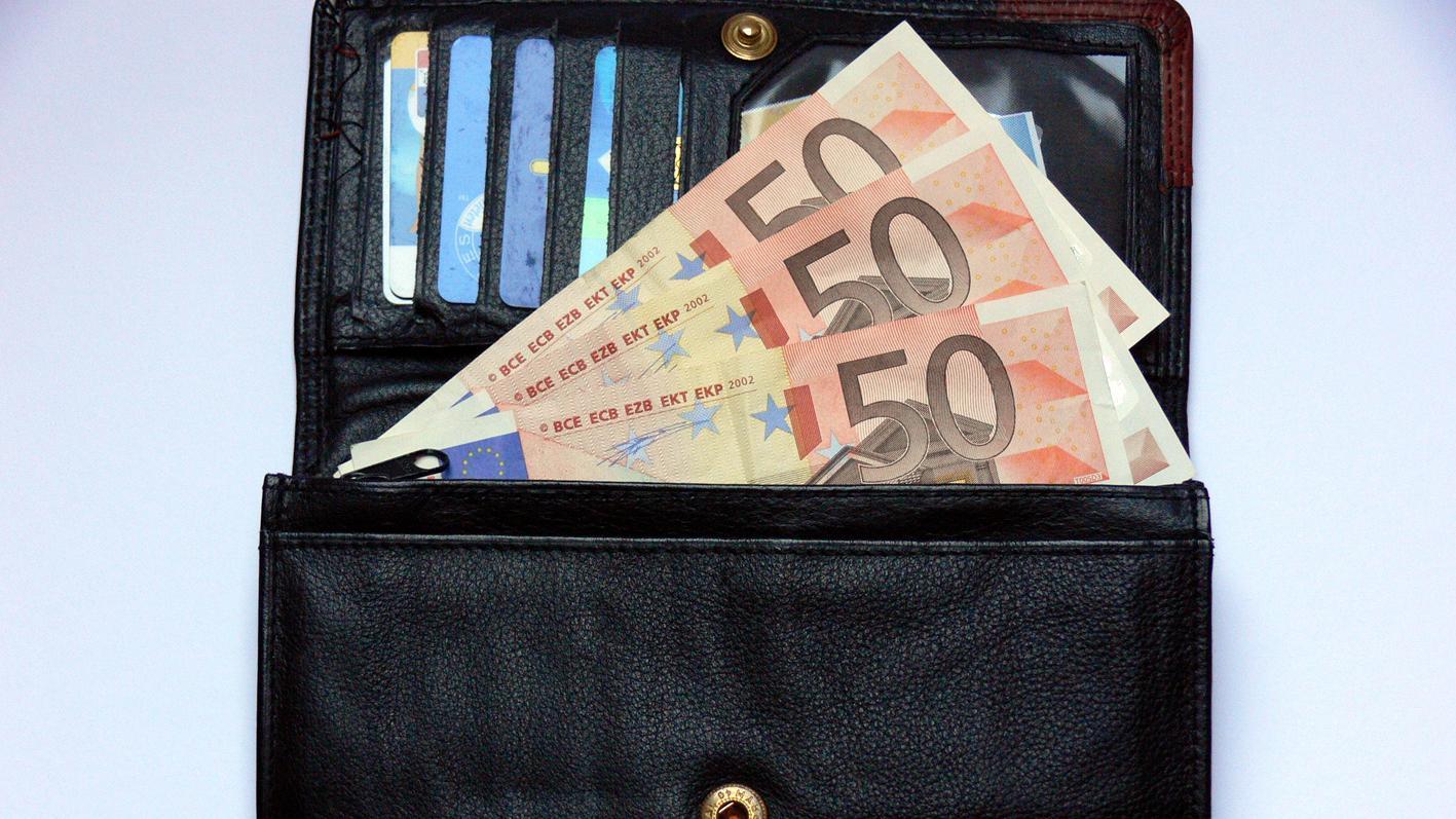 Die Polizisten konnten auf der Straße nur2100 Euro vonursprünglich 4000 Euro einsammeln.