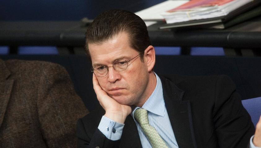 Ausgedoktort: Guttenberg schrieb bei Studenten ab
