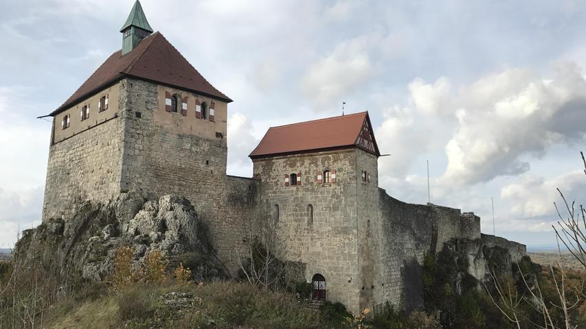 Sehr schön wandern lässt es sich auch in der Hersbrucker Alb, die kleine Schwester der Fränkischen Schweiz und ein wenig näher dran an der Großstadt Nürnberg. Ein beliebtes Ausflugsziel dort ist nicht zuletzt Burg Hohenstein.