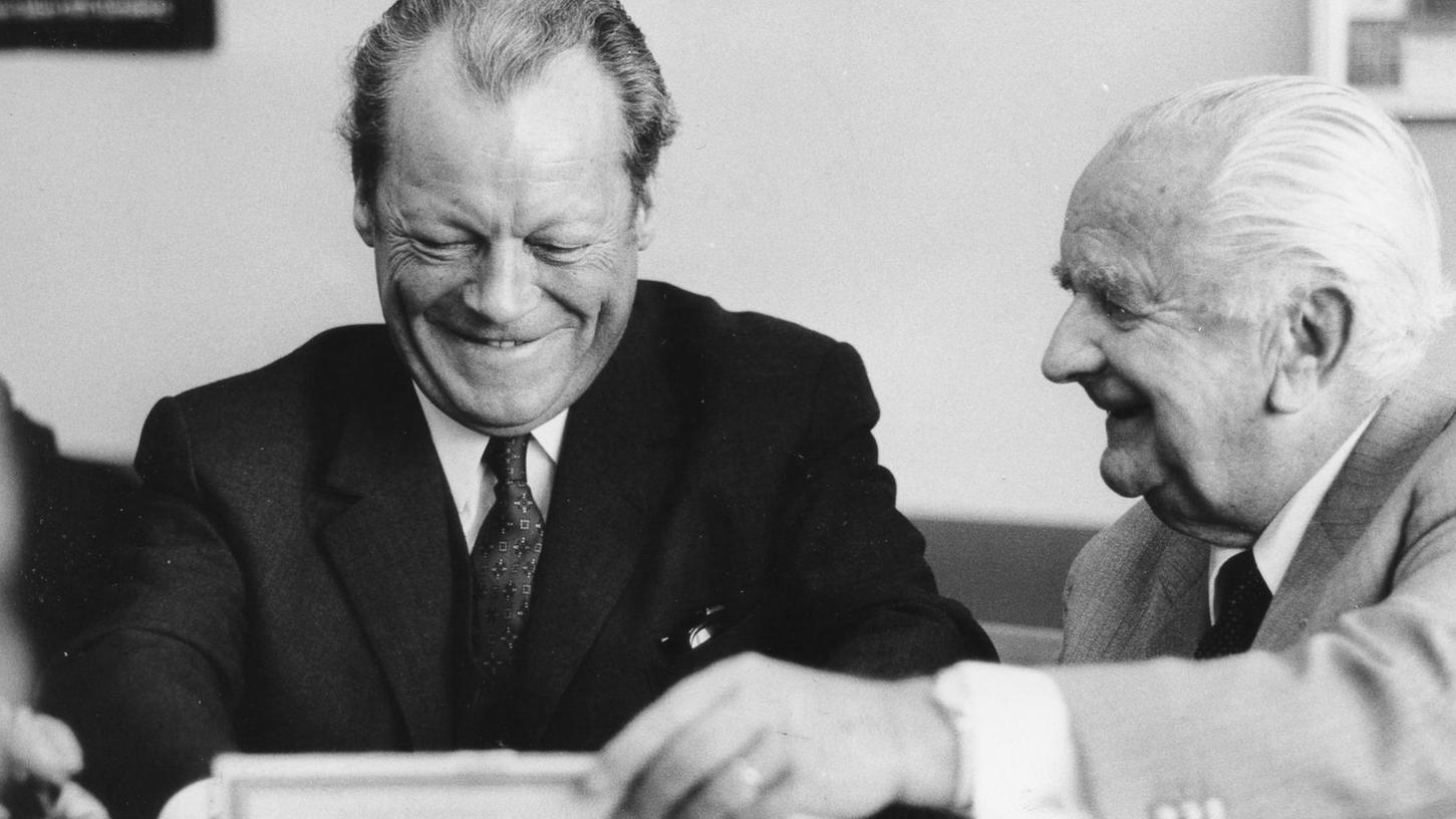 Bundeskanzler Willy Brandt zu Besuch beim Verlag Nürnberger Presse. NN-Verleger Joseph E. Drexel pflegte den Kontakt zu Politikern regelmäßig.