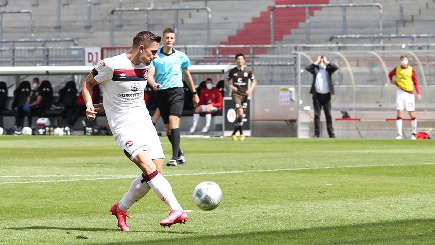 Kurz vor der Pause spielt sich der Club auf der linken Seite durch, Robin Hack legt quer auf Nikola Dovedan, der eigentlich nur noch einschieben braucht. Der Österreicher zielt aber deutlich zu hoch und setzt die Kugel über den leeren Kasten.
