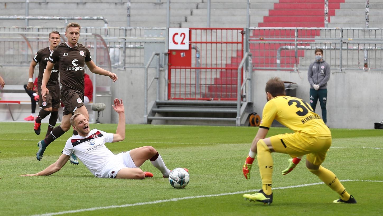 Auch Hanno Behrens vergab eine Chance zum 1:0, ebenso wie mehrere seiner Kollegen.