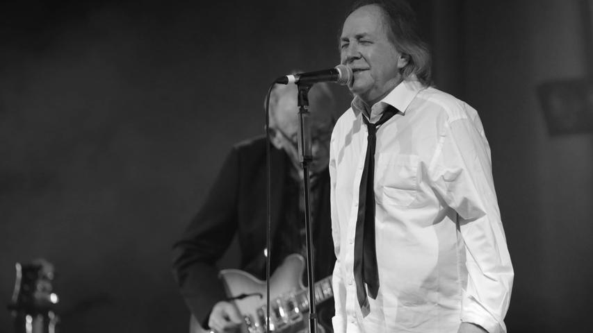 Nach Komplikationen, die nach einem schweren Fahhradsturz aufgetreten sind, ist der britische Sänger Phil May im Alter von 75 Jahren gestorben. Er gründete die Pretty Things 1963 zusammen mit seinem Freund Dick Taylor.