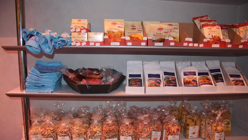Im Laden gibt es noch viele weitere Produkte. Die Familie setzt auf Regionalität und sieht sich als Versorger. Hier soll es mehr als Fleisch und Wurst geben.