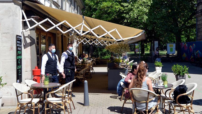 Corona-Shutdown, Tag 62: Seit heute dürfen Cafés und die übrige Außengastronomie unter Einhaltung diverser Auflagen wieder öffnen, hier: Café Mengin.