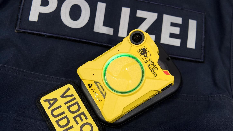 Mit Bodycams wie diesen schützen sich Fürther Polizisten seit vergangenem Herbst vor Übergriffen. Zwar sank ihre Zahl 2019 leicht, aber in den vergangenen Monaten gab es einige Attacken auf Beamte und Mitarbeiter des kommunalen Ordnungsdienstes.