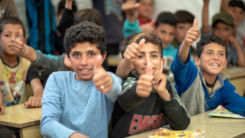 Viele der aus Syrien geflüchteten Kinder hatten jahrelang keinen Unterricht. Die Angst, dass ihre Schule wieder geschlossen werden könnte, ist viel größer als die vor Corona.