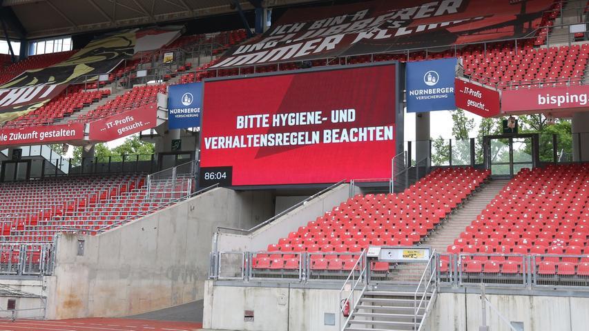 22.05.2020 --- Fussball --- Saison 2019 2020 --- 2. Fussball - Bundesliga --- 27. Spieltag: 1. FC Nürnberg - FC Erzgebirge Aue --- Foto: Daniel Marr / Sportfoto Zink / Pool --- DFL regulations prohibit any use of photographs as image sequences and/or quasi-video - Only for editorial use ! --- ....Anzeigetafel - Bitte Hygiene- und Verhaltensregeln beachten!