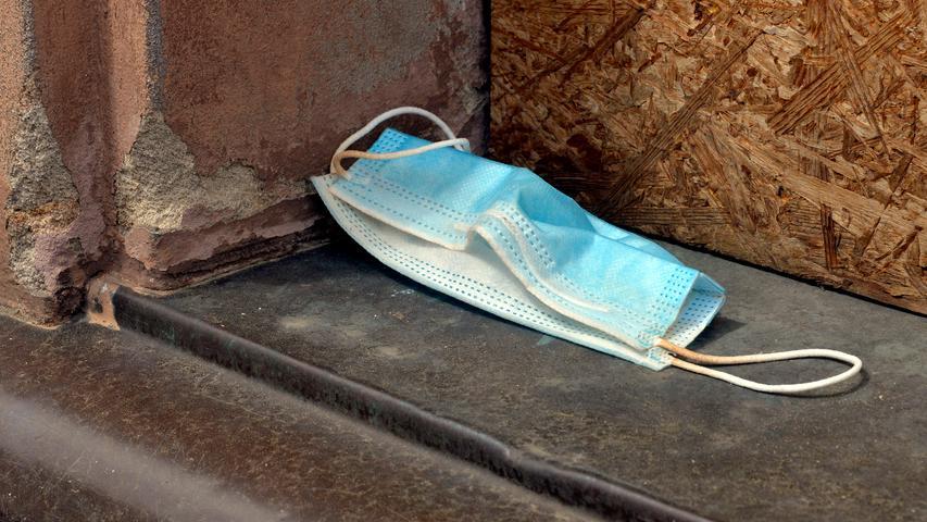 Corona-Shutdown, Tag 66: Unverzichtbares Wegwerfprofukt: die Einmalmaske.