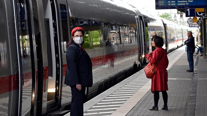 Corona-Shutdown, Tag 69: Mund-Nasen-Maske ist Pflicht in Zügen und auf Bahnsteigen.