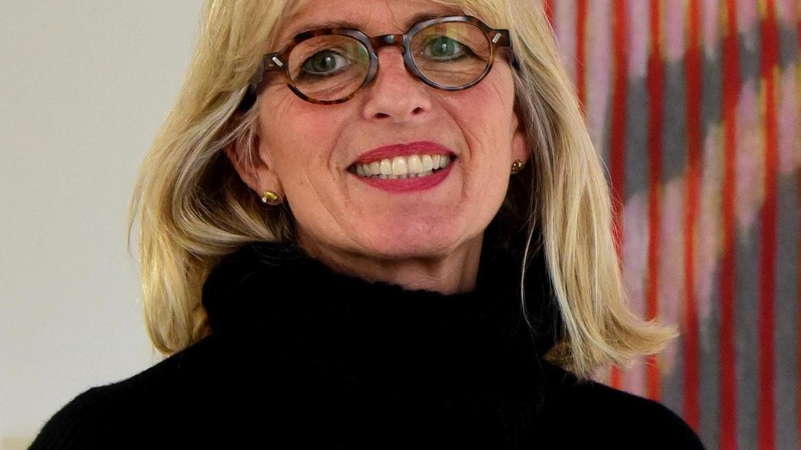 """Marion Förster, 1964 in Pegnitz geboren, absolvierte zwischen 2006 und 2011 ein Studium der Bildenden Kunst an der Akademie Faber-Castell in Stein. Bis 2014 war sie dort Mitglied der Meisterklasse. Drei Jahrzehnte lang führte sie eine Firma für visuelles Marketing. Ausstellungen hatte sie unter anderem im QF Quartier an der Dresdner Frauenkirche (2016), in der Londoner A&D Gallery (2018) und in der Arte Borgo Galerie in Rom (2019). Seit Februar sind ihre Arbeiten unter dem Titel """"Kryptoportraits"""" in der Galerie in der Foerstermühle zu sehen, die nach der Corona-Pause in dieser Woche wieder geöffnet hat. Der Zutritt ist nur möglich nach telefonischer Terminvereinbarung unter 731087."""