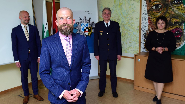Michael Dietsch ist der neue Chef der Fürther Kripo. Im Hintergrund: Patrick Weeger (v. li.), Roman Fertinger und Martina Sebald.