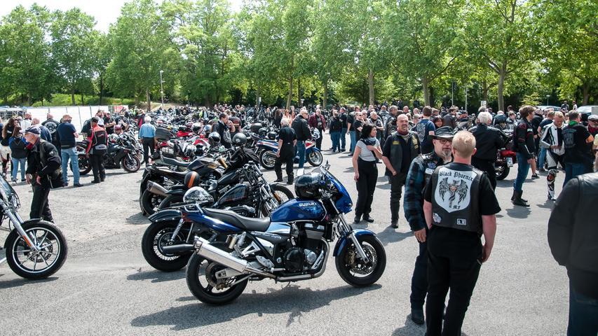 Demo gegen Sonn- und Feiertags Fahrverbot für Motorräder