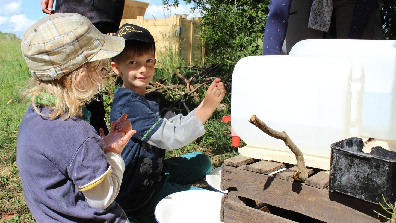 In Waldkitas sind Kinder in der Natur. Die Einrichtungen erfreuen sich immer größerer Beliebtheit bei den Eltern im Landkreis Forchheim. Während der Corona-Pandemie braucht es aber auch für Draußen ein Hygienekonzept.