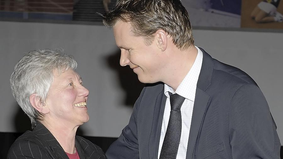 Zwei Menschen, die sich gegenseitig achten. Oberbürgermeister Matthias Thürauf freute sich mit Gerda Braun über deren Auszeichnung.