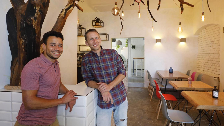 Marcel Abudo (links) und Alexander Russ sind die neuen Pächter des Cafés