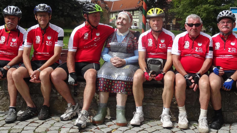 """Die """"Zeckerner Radler"""", eine Gruppe mit Mitgliedern zwischen 50 und 82 Jahren, kommen weit herum. Hier waren sie, als sie den Ilmtal-Radweg entlangfuhren, in Eberstedt/Thüringen."""